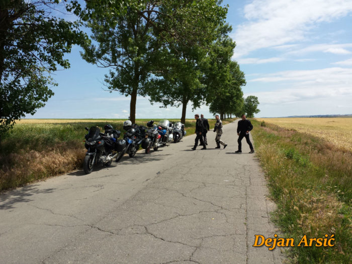 moto ekipa predah psenicna polja